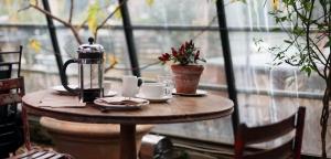 Café by Kris Atomic via Unsplash